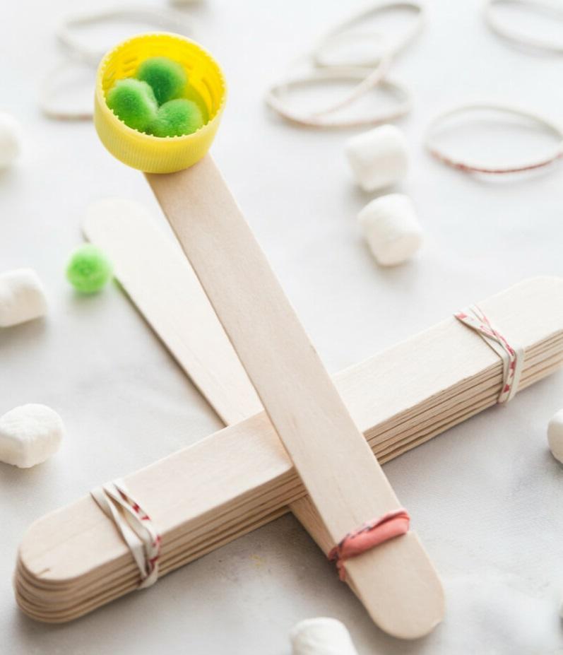 Cómo Hacer Una Catapulta Con Palitos De Helado Experimento Fácil Para Niños Paraniños Org